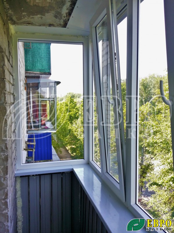 """Распашная пластиковая рама на балкон """" евробалкон. остеклени."""